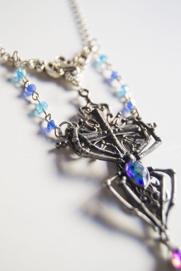 Spider necklace side