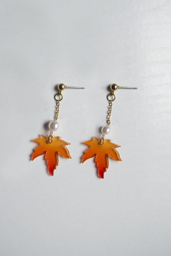 post maple earrings