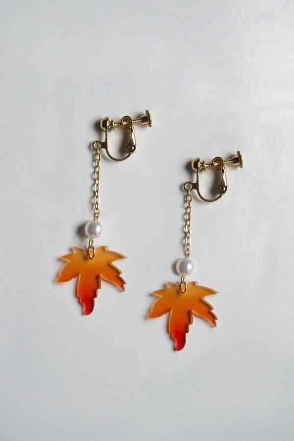 screw maple earrings