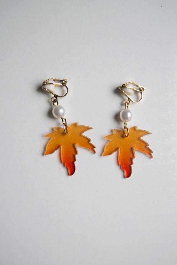 closed clasp maplea earrings