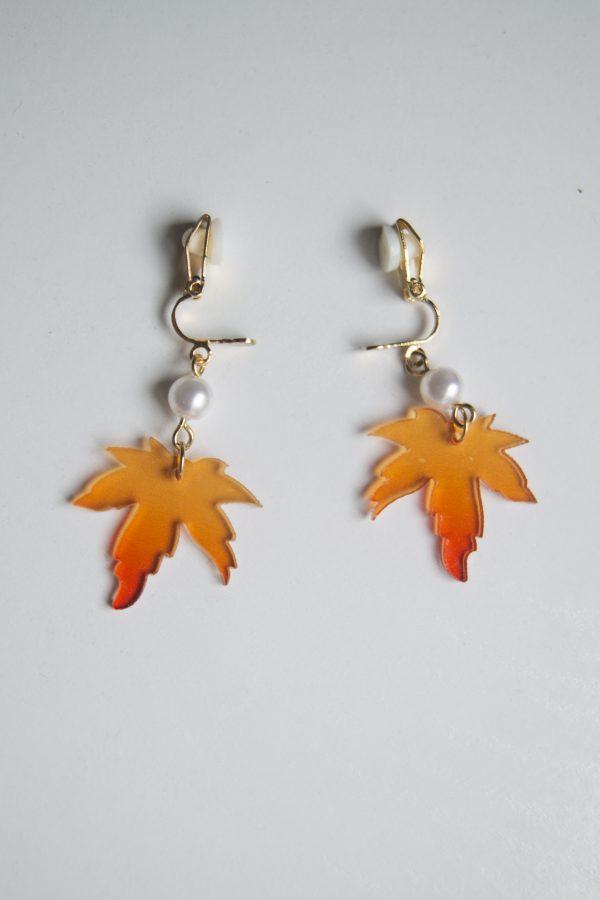 open clasp maple earrings
