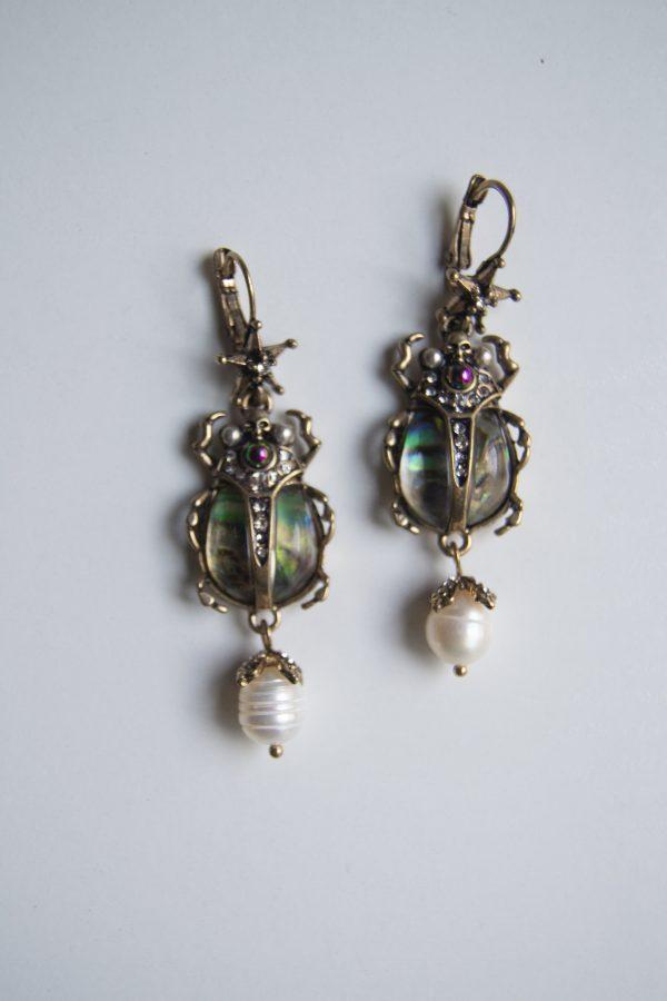 Bettle earring front