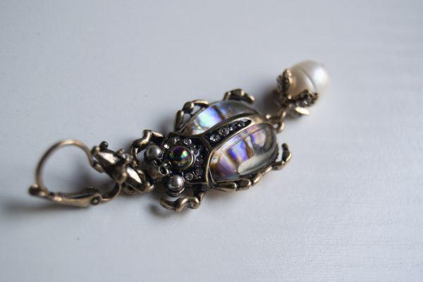 Beette earring detail