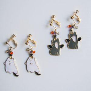 Spooky cat earrings