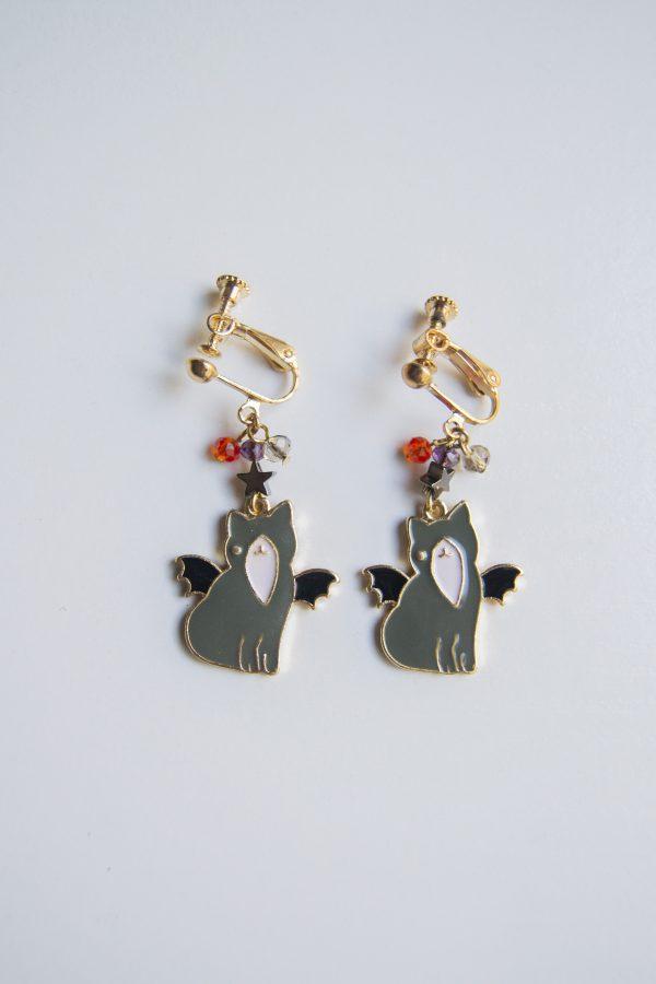 grey spooky cat earring