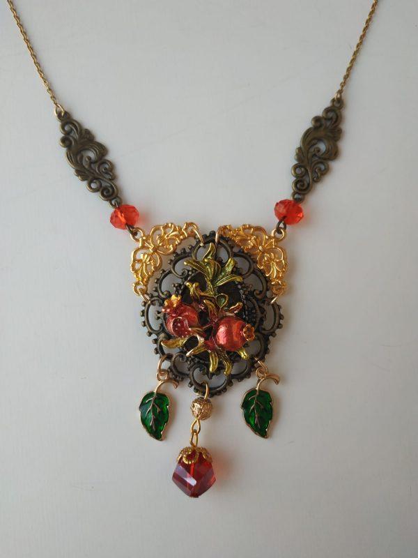 granada necklace front